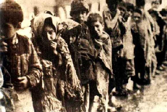 http://historiaencomentarios.files.wordpress.com/2008/10/genocidio_armenio.jpg
